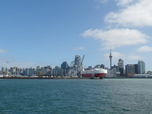 Skyline van Auckland met de haven