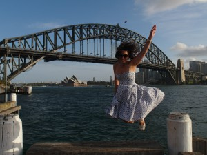 Net alsof Lia van de Harbour Bridge springt